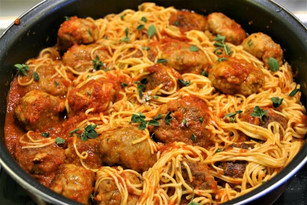 Albóndigas noodles1