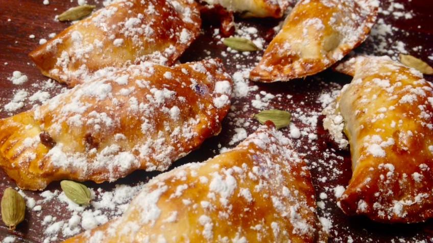 empanadillas dulces de boniato, chocolate y cardamomo