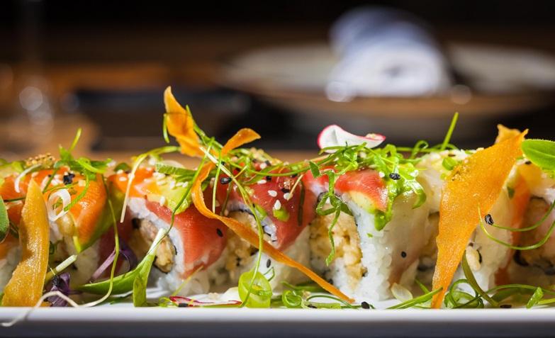 Uramaki de luxe tempura sakur rainbow b Shibui