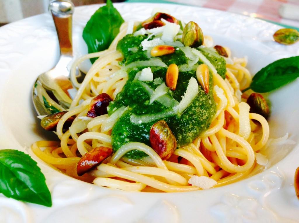espa peperoni picante con pesto de pistachos