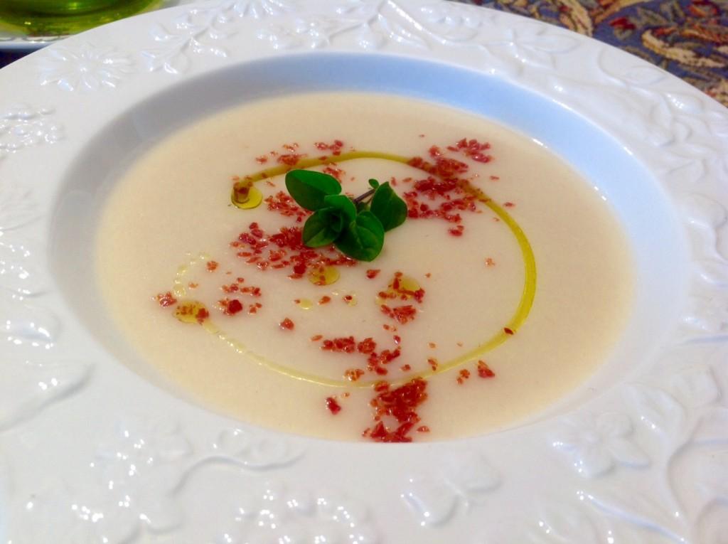 crema de coliflor con migas de jamón