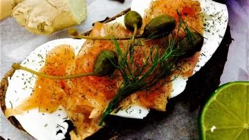 salmon marinado a la ginebra ccon eneldo y especias