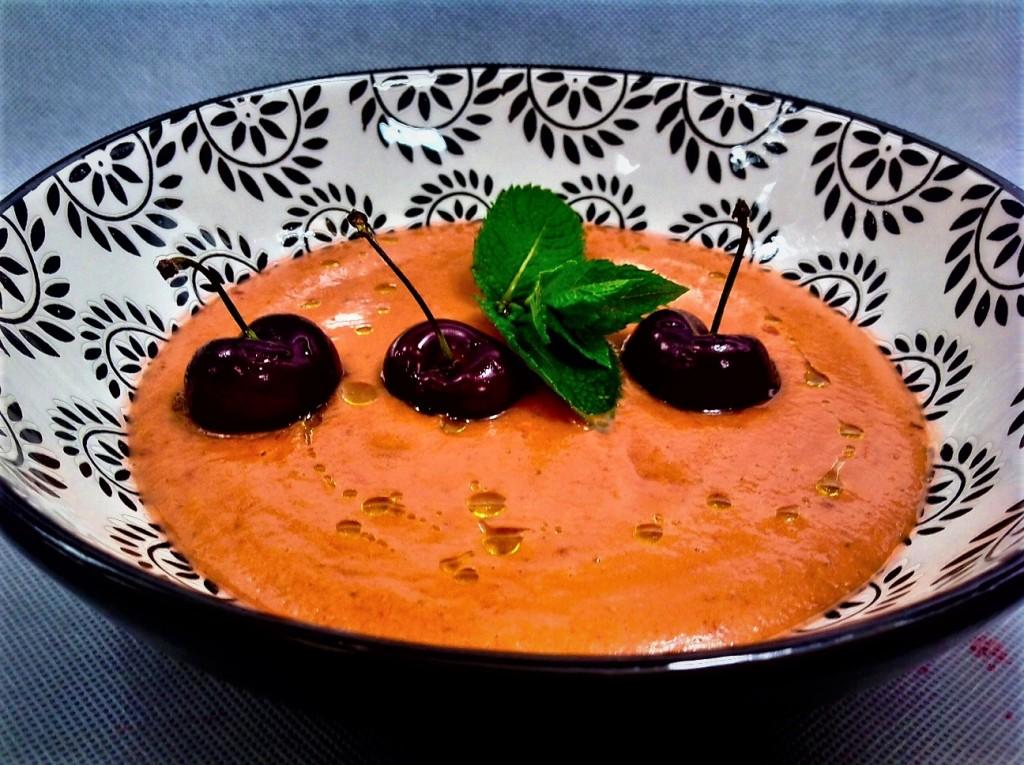 sopa de cerezas con lkeche de coco