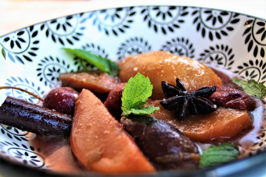 compota de frutas de verano con especias