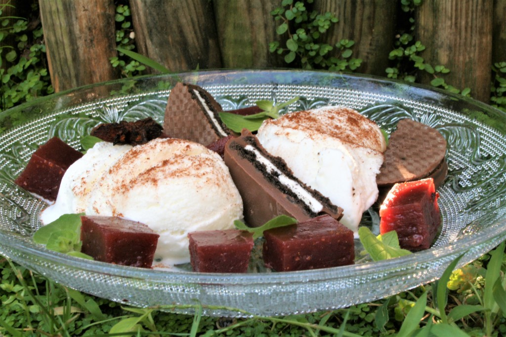 helado y chutney de frutos del bosque