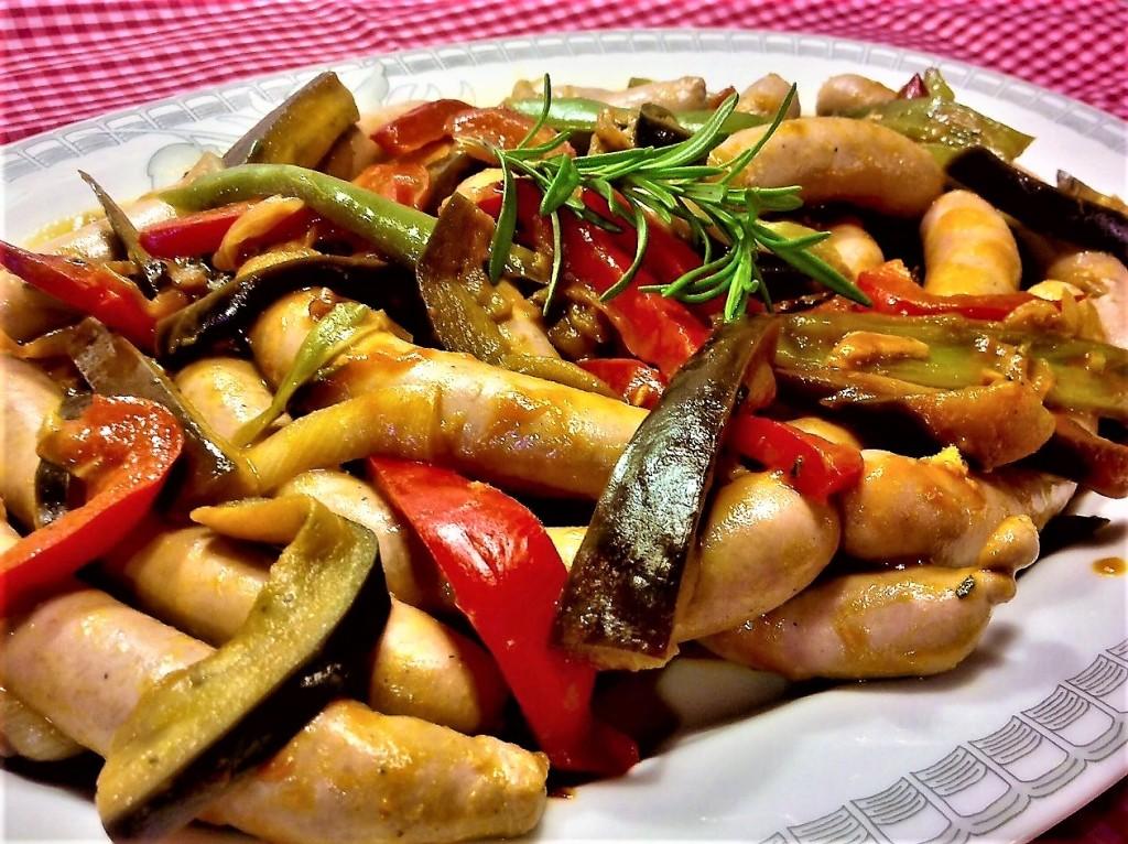 salchichas, verduras, gengibre, coñac, salvia, romero