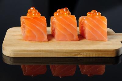 Sashimi de salmón con sus huevas , Go! Sushing