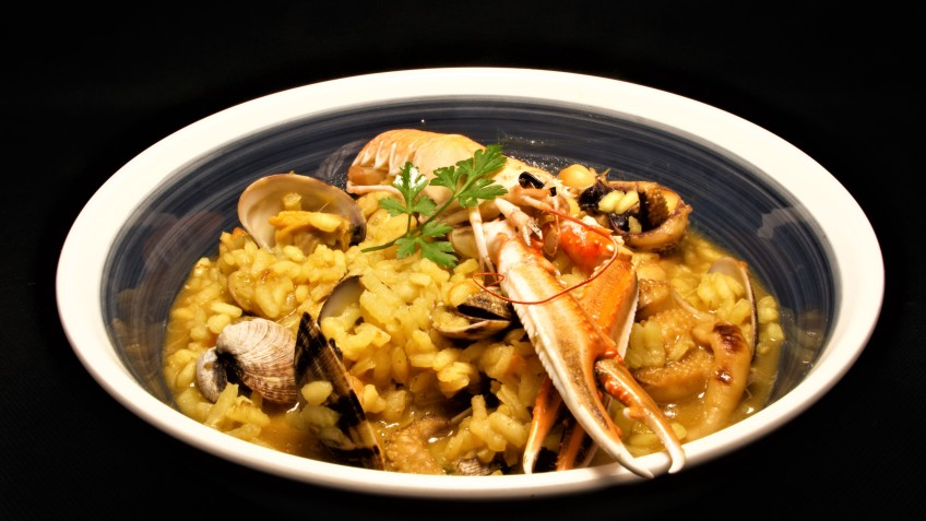 arroz de almejas y azafrán