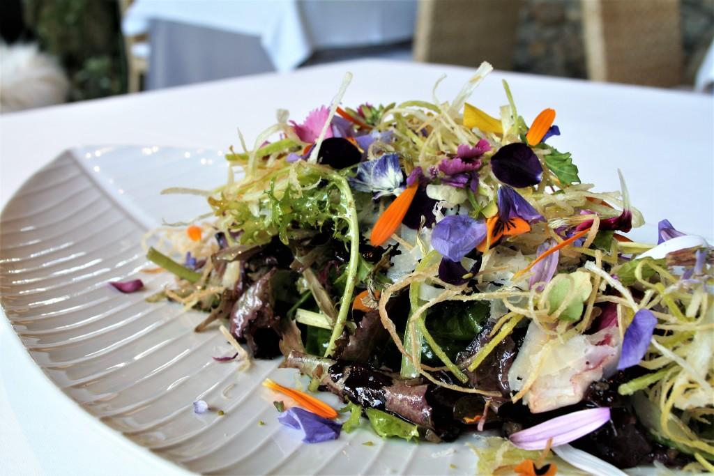calendula ensalada con puerro brotes hojas flores aceite emulsionado trufa