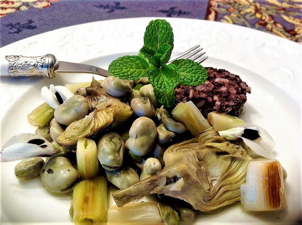 habas gaditanas con ajos tiernos, alcachofas, morcilla de arroz y fino