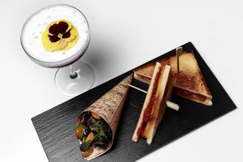 Sándwich de sobrasada, miel y queso de Mahón - maridaj e Fairy forest Terraza le meridien