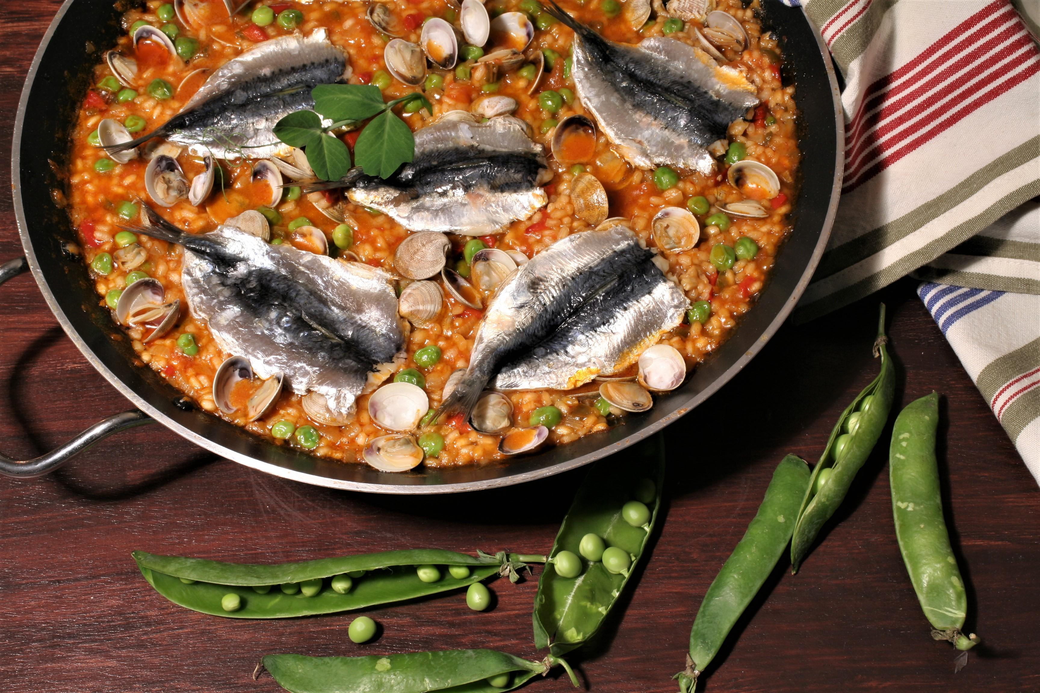 Arroz de sardinas guisantes y chirlas - Como cocinar sardinas ...