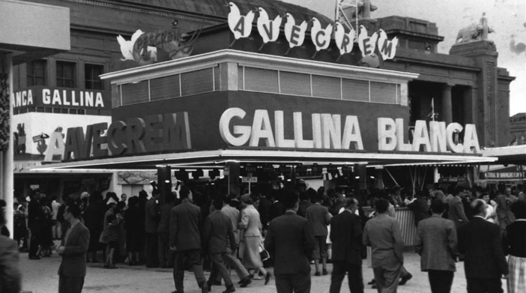 ECONOMIA LUIS CARULLA I CANALS FUNDADOR DE AVECREM CENTENARIO DE SU NACIMIENTO STAND DE GALLINA BLANCA EN LA FERIA DE MUESTRAS EN 1956