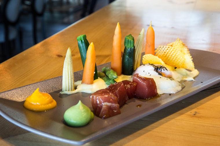Barítimo verduras , huevo y atún rojo