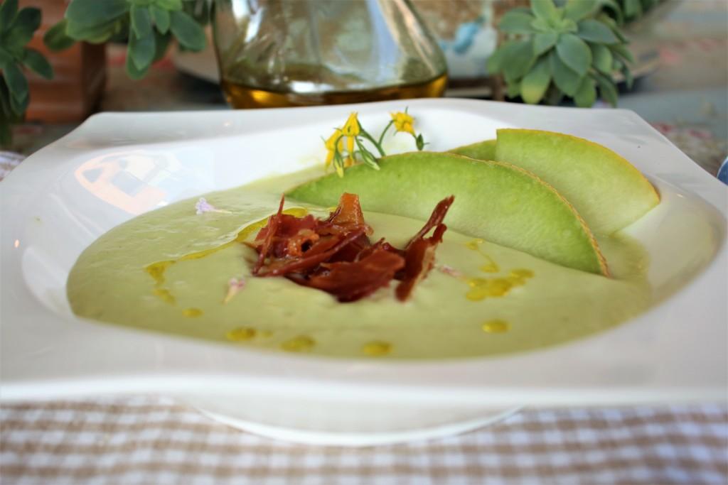 sopa de melon mesa jardin