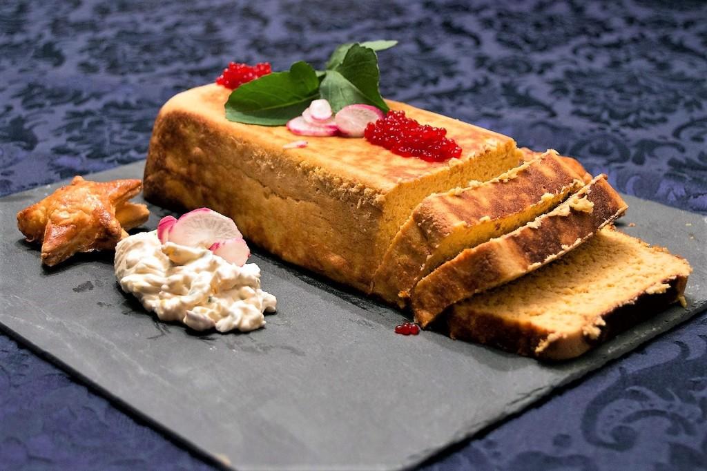 pastel de salmon con salsa tartara