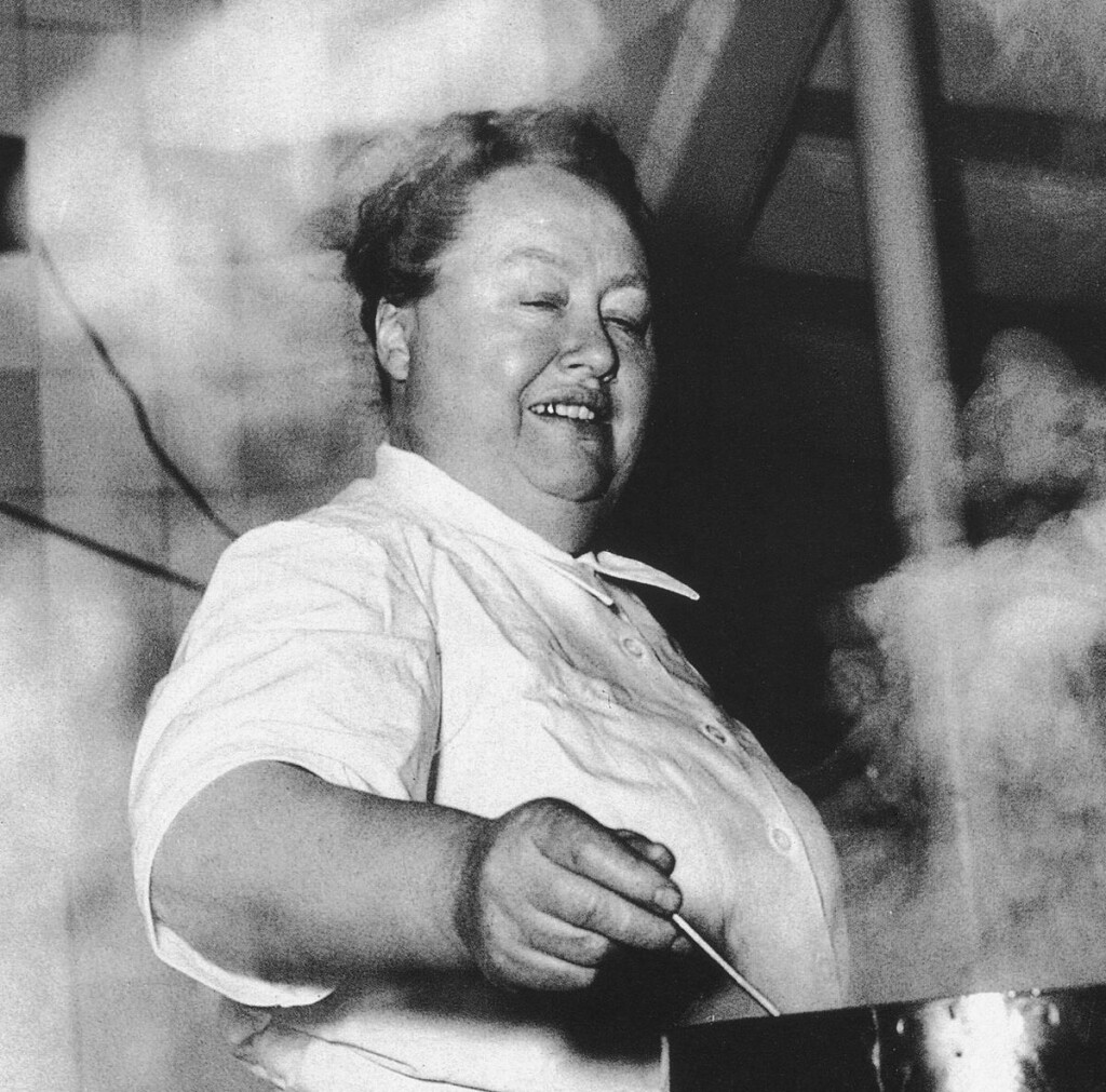 Mère-Brazier-is-the-first-woman-to-obtain-three-stars-in-the-Michelin-Guide.-1